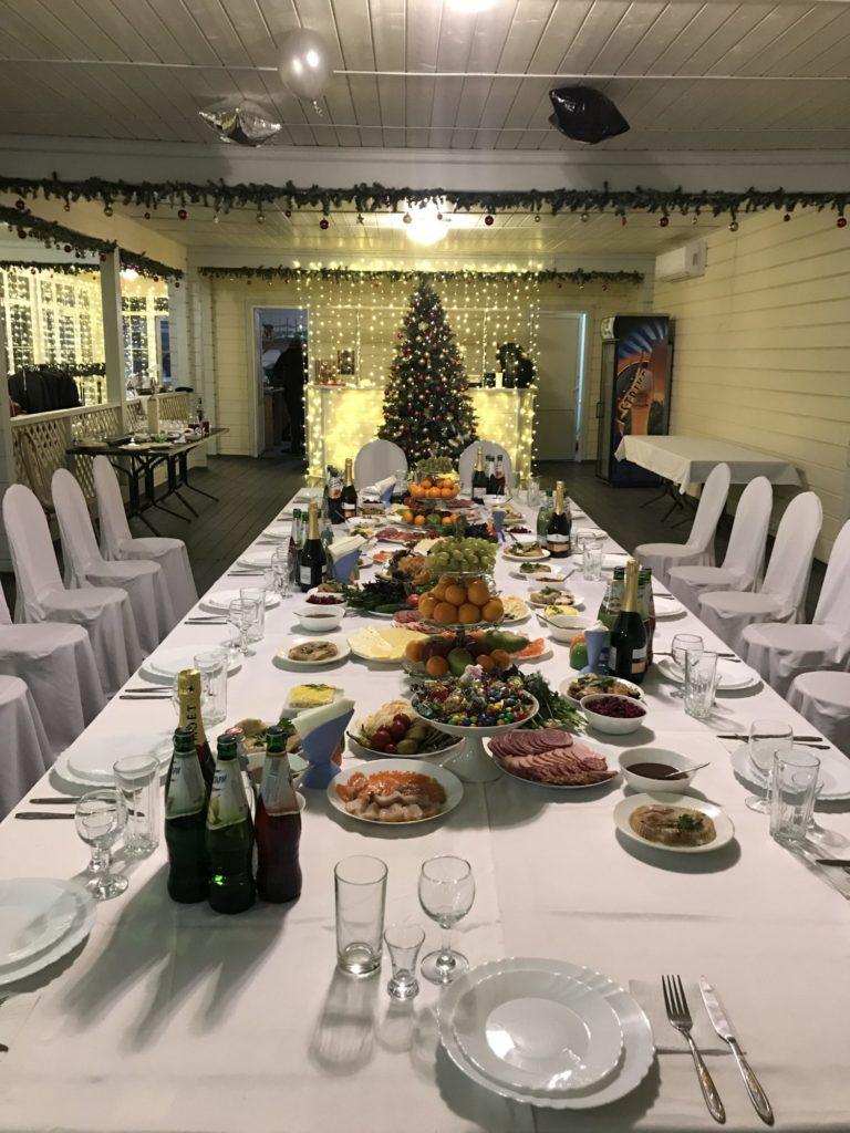 Новогодний праздничный стол