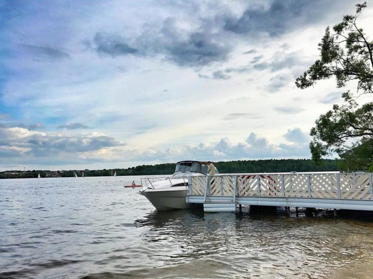Прокат яхты в Подмосковье | Пляжный комплекс «Бухта радости»